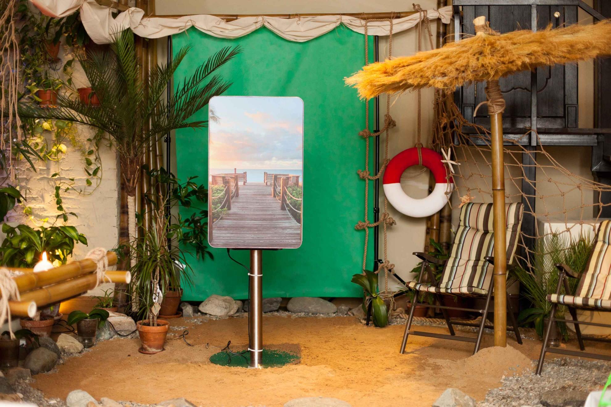 SCRIPPSNETWORKS Фотостойка с интерактивным фоном